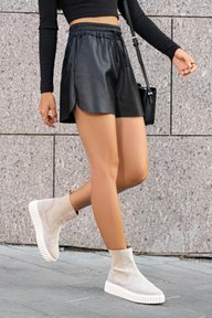 Чорные кожаные шорты Мирель 4256